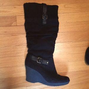 Well kept black boots